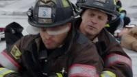 芝加哥烈火 第四季 07 受害者命悬一线 西弗莱德舍命施救