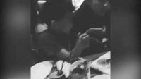 张柏芝和两爱子开心用餐,和小Q边吃边舞