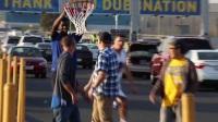 NBA揭幕战火了假汤普森 杜兰特被忽悠竟击掌!