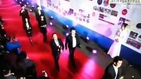 疯狂体育受邀2017年中超联赛颁奖礼 冯潇霆领衔风光走红毯