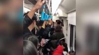色狼地铁上骚扰女子 遭揪领:你崴了