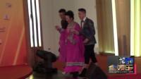 现场:67岁薛家燕粉色长裙亮相 获两小鲜肉护驾似皇太后