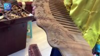 重庆现巨型香檀木梳子:长1米宽30厘米