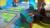 杰克亲子玩具视频:托马斯小火车和它的好朋友玩具总动员视频表演