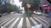 监拍:女司机驾车连撞两车 飞跃隔离带后停下