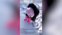 八卦:贾乃亮带娃玩雪冻到咳嗽 甜馨经典表情重现