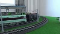 韶山3电力机车牵引14节P64,P65棚车在内环铁路运行