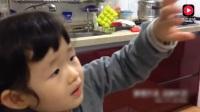 韩国小妹妹吃帝王蟹, 不知道牙齿长出来了没有, 吃得太可爱了