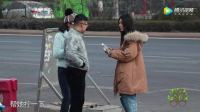 姑娘故意找有女朋友的男生拧瓶盖,这个街头测试把女生们气到了