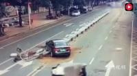 监控拍下黑色轿车撞上护栏后