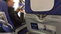 飞机上男子开手机看书怒怼空姐