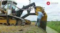 国外挖机机械设备租赁--挖沟技术你学不来