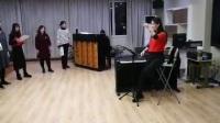 指挥杨乐乐排练范唱