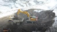 利勃海尔R976矿用液压挖掘机工作