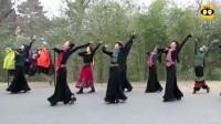 北京紫竹院公园的舞者。她们不少是毗邻公园的北京舞蹈学院退休的专业老师,不乏教授、副教授的。她们的舞技、舞姿绝不是跳广场舞的大妈们能比的。     (谷九展上传)
