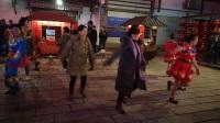 张家界过春节跳《摆手舞》