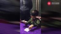 这位小孩是个千王之王           将来前途不可限量