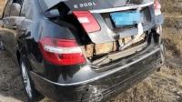 凯迪拉克XT5高速追尾奔驰导致自燃车主再也不敢买凯迪拉克了