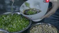舌尖上的中国: 煎饼果子咸香兼备, 重庆小面劲道热辣, 排长队吃面