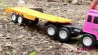 挖掘机工作视频 钩机工作视频 司机操作小型挖掘机清理河道 玩具吊车吊推土机挖掘机与翻斗车大卡车视频