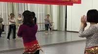 周末和女朋友们一起首学肚皮舞巜欢乐的跳板》