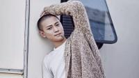 张艺兴,蒋劲夫和秦俊杰都是27岁,但是颜值都输给了同样27岁的他
