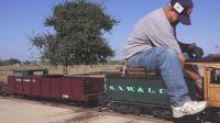 国外老大爷花了3年制作的小火车, 开两圈看看怎么样?