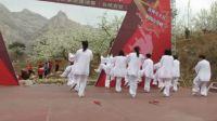 义县宜州太极拳健身队在义县第三届攀岩节上表演太极拳,剑,扇
