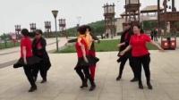 博爱水兵舞团在张北草原南山公园跳水兵舞二套