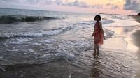 小云在海南岛三亚湾喜来登酒店对面海滩(2018年5月6日星期日傍晚)(2分27秒)