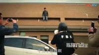 我在陈翔六点半: 年轻人轻生要跳楼警察却劝他挪一挪截了一段小视频