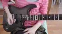 女孩电吉他演奏老鹰乐队的加州旅馆