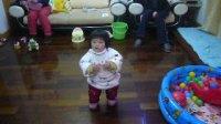 小小智慧树   一岁四个月琪琪表演歌曲《公交车》