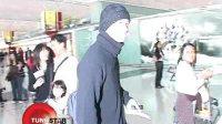 杨千嬅低调现身机场 黑超遮面躲避采访