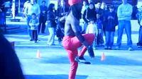 街头艺人:灵活的瑜珈大师