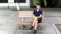 我在武汉中山公园座在木凳上