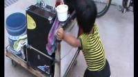 [拍客]十八岁袖珍女孩艰难推行小儿麻痹哥哥乞讨辛酸一幕!