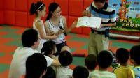 曾芷菡小朋友和妈妈在平和堂表演绘本故事《逃家小兔》