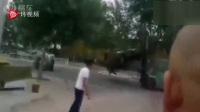 烟台一人驾驶叉车疯狂撞人,现场1人被撞死