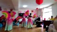 由于温馨养老院堂子太小,大型舞蹈《东方红 》只好压缩为四个人表演,但仍然非常具有艺术感染力。