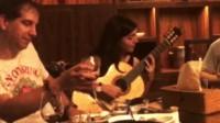 Andrea Gonzalez Caballero用小蒋吉他演奏Aire Vasco