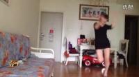 我在快乐小芳广场舞 dj干嘛那么累 附背面光脚 编舞杨丽萍截了一段小视频