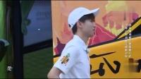 王俊凯高能少年团花絮:一本正经的和杨紫姐姐闲聊,梳头姐弟的日常