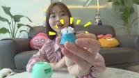 小伶玩具:小伶有好多神秘的奇趣蛋,她会拆出哪些lol惊喜娃娃