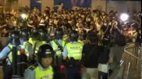 """香港英籍总警司:示威者""""人肉""""警察家人 不能容忍"""