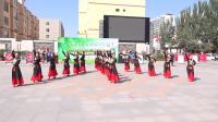 森吉德玛钢大:《中国脊梁》展览绾社区情暖夕阳舞队