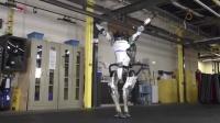 03波士顿动力展示机器人做体操
