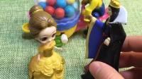 贝儿让王后买糖,贝儿买了三个,原来贝儿是想和姐妹们一起分享!
