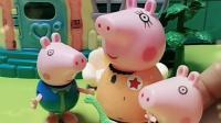 乔治的生日,妈妈和佩奇都送恐龙玩具,猪爸爸送了小汽车玩具哦!
