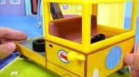 小猪佩奇的公路拖车玩具
